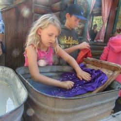 washing-clothes-ril2