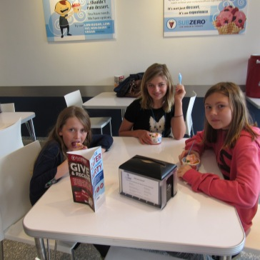 kate-and-girls-ice-cream